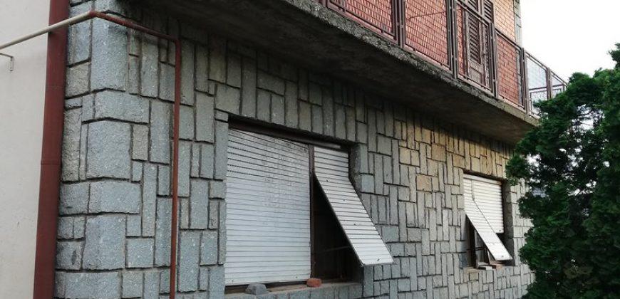 Spratana kuća, Dolja