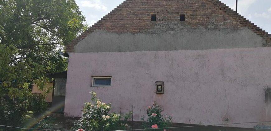 Kuća, Idvor